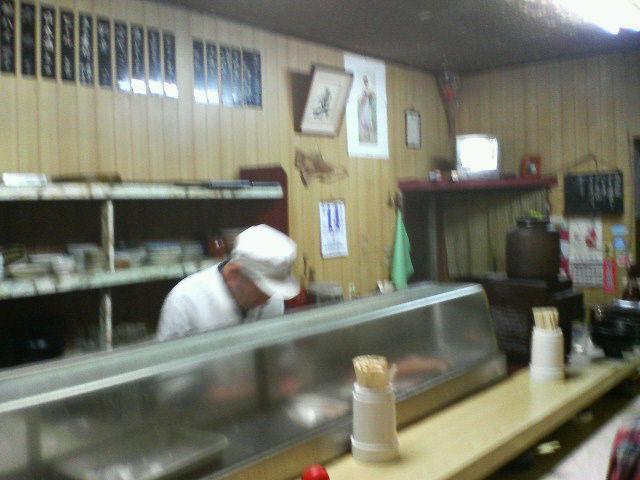 チョー有名な10<br />  円寿司です。